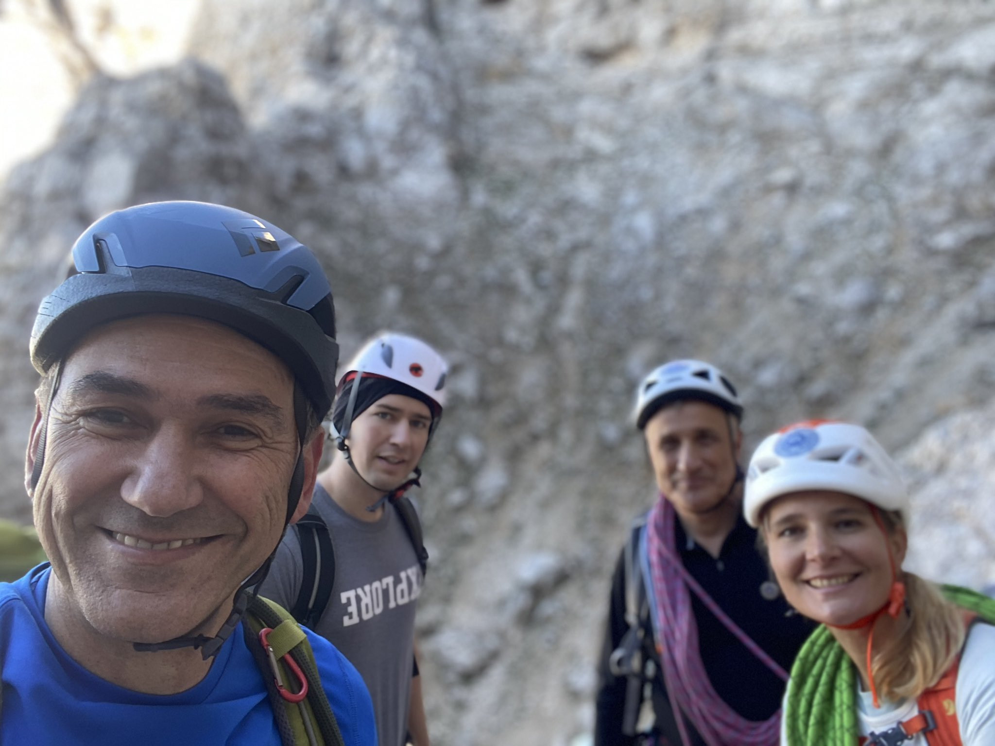 Septembra je Tina po Triglavski severni steni plezala s premierjem, soprogo (oba sta velika ljubitelja gora) in avstrijskim kanclerjem Sebastianom Kurzom.