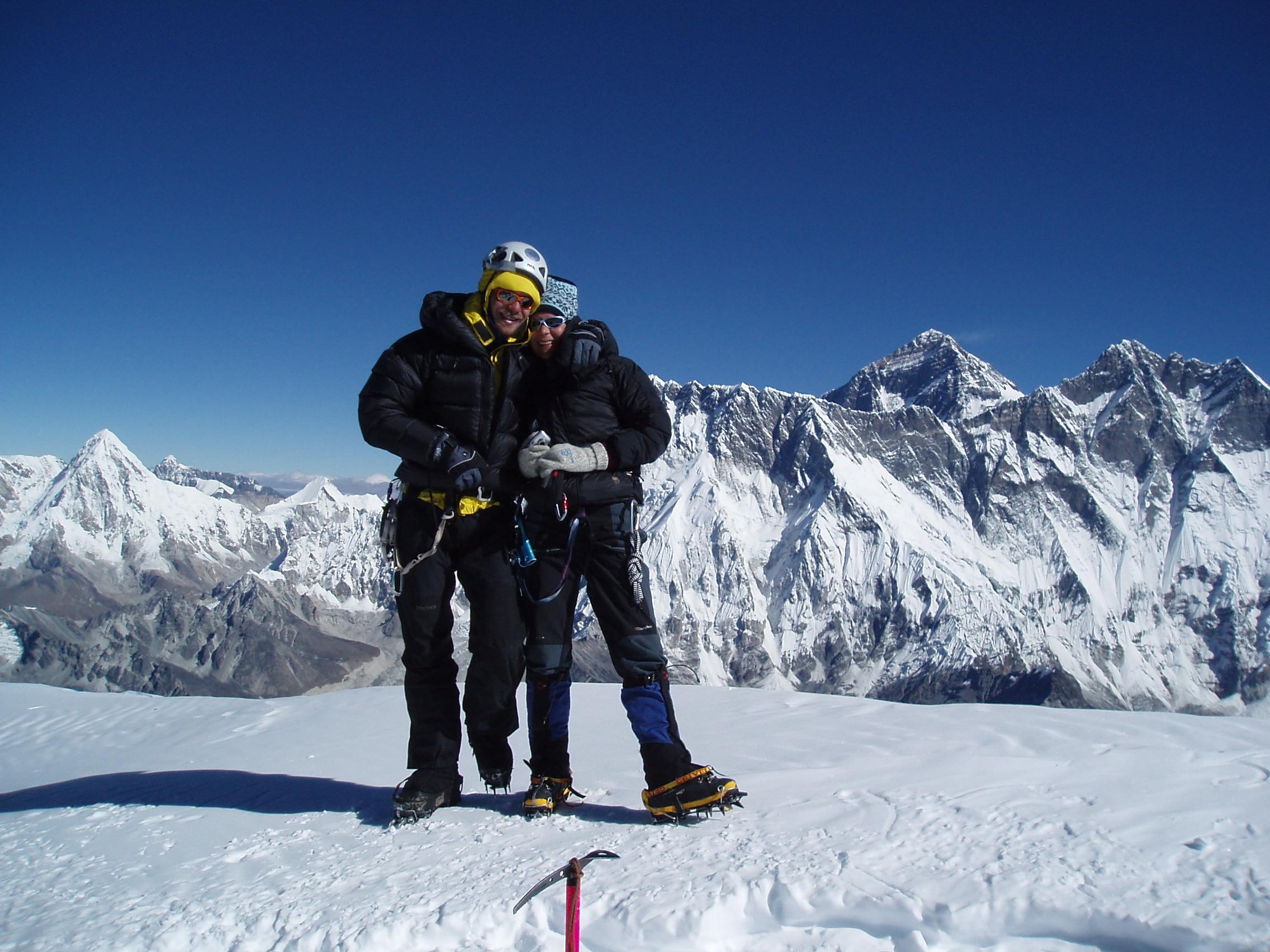Na vrhu Ama Dablama (6812 m) v Himalaji