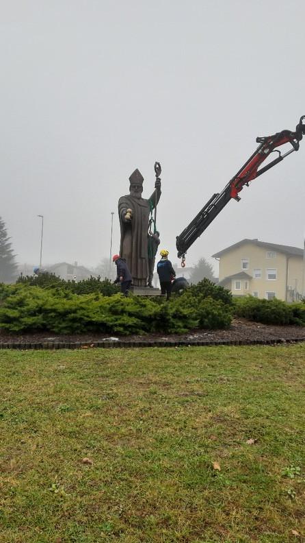 Kip sv. Nikolaja na krožišču