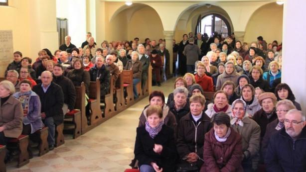 Zbrani v cerkvi