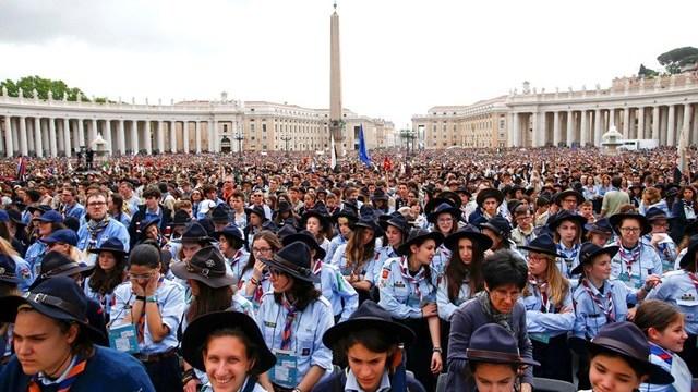 Papež najstnikom