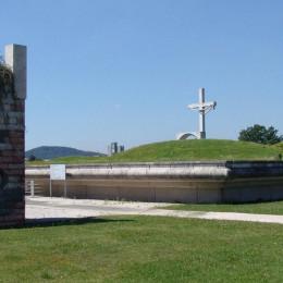 Pokopališče Žale v Ljubljani- prostor za raztros pepela, delo arhitekta Marka Mušiča (photo: ljubljanske zale)