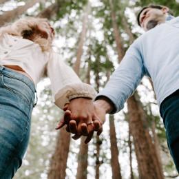 Moj čas je tudi v zakonu nekaj običajnega, nevarno pa je, če si ga vzamemo preveč in začnemo iz odnosa bežati. (photo: Svyatoslav Romanov / Unsplash)