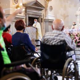 Vseslovensko romanje bolnikov, invalidov in starejsih v narodno svetisce Marije Pomagaj na Brezje, maso je vodil novomeski skof Andrej Glavan. (photo: STA)