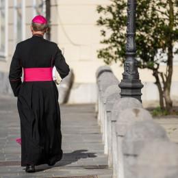 Škofje imajo vedno več težav, kam premestiti vedno manj duhovnikov ... (photo: Rok Mihevc)