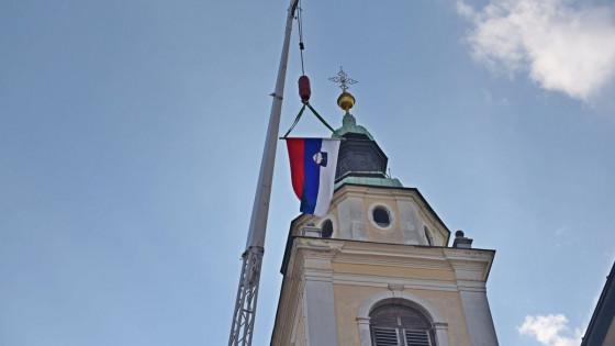 Slovenska zastava pred ljubljansko stolnico (photo: Rok Mihevc)