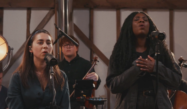 Lucy Grimble (feat. Bianca Rose) - live at Burgess Barn (foto: Youtube)